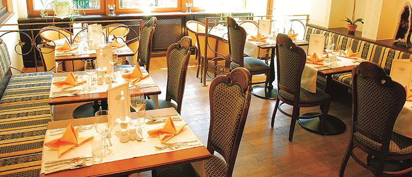 austria_mayrhofen_hotel-zillertalerhof_dining-room.jpg